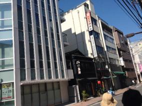 旧耐震前後、新耐震の三世代の建築が混在している.png